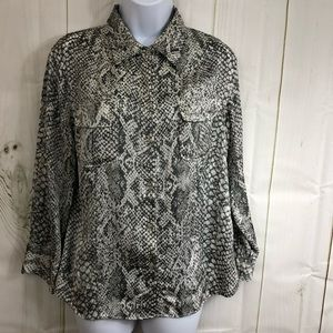 Grey buttons down shirt size M